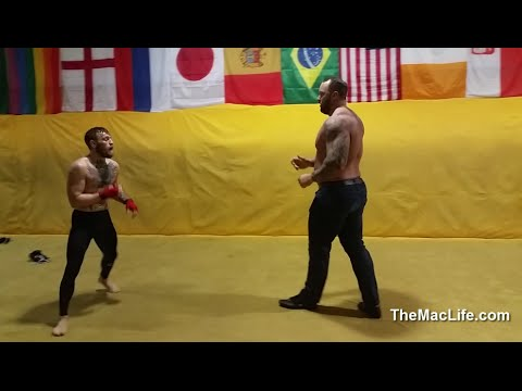 Pedro Pascal training in the art of Wushu for his scene