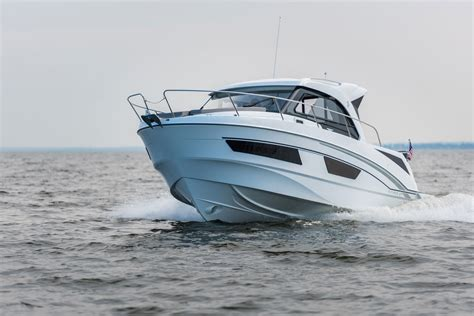 Beneteau Antares 27 Powerboat for Sale - South Coast Yachts